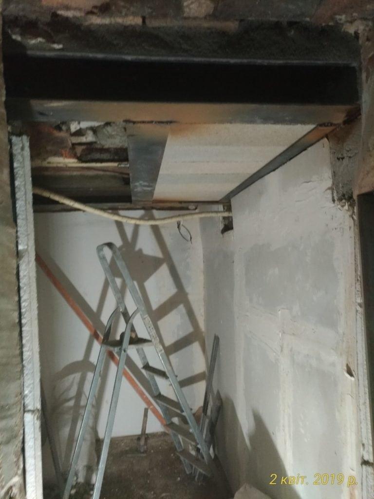 Création de mezzanine et de trémie, démolition de faux-plafonds. Renforcement par structure métallique - Murs porteurs