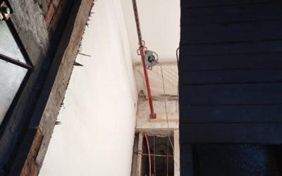 Création de trémie d'escalier à Vitry-sur-Seine. Renforcement par chevêtre métallique et chevêtre en bois