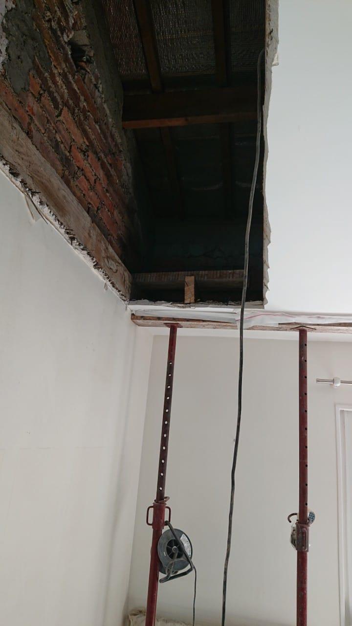 Création de trémie d'escalier à Vitry-sur-Seine. Renforcement par chevêtre métallique et chevêtre en bois - Trémies