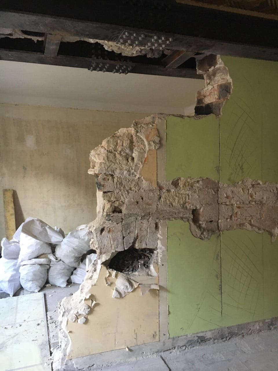 Démolition de murs porteurs à Nice et renforcement avec structures métalliques - Murs porteurs