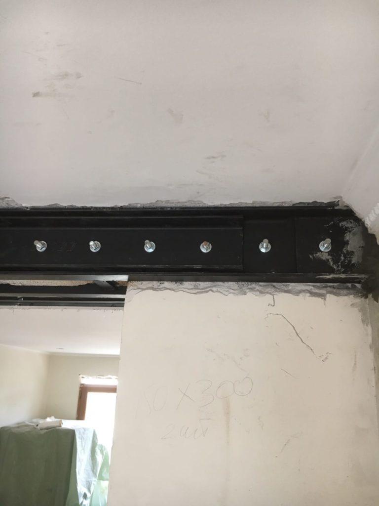 Démolition d'un mur porteur entre séjour et entrée avec création d'un poteau de soutènement en béton armé à Antibes - Murs porteurs