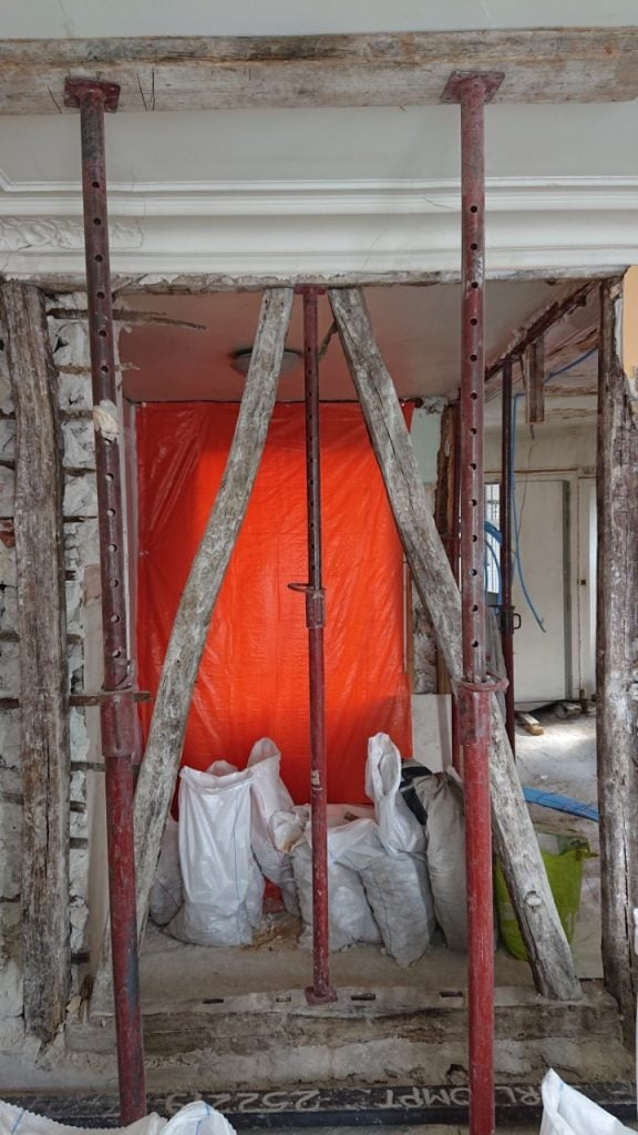 Suppression d'un mur porteur à Saint-Laurent-du-Var. Installation de renfort métallique. - Murs porteurs