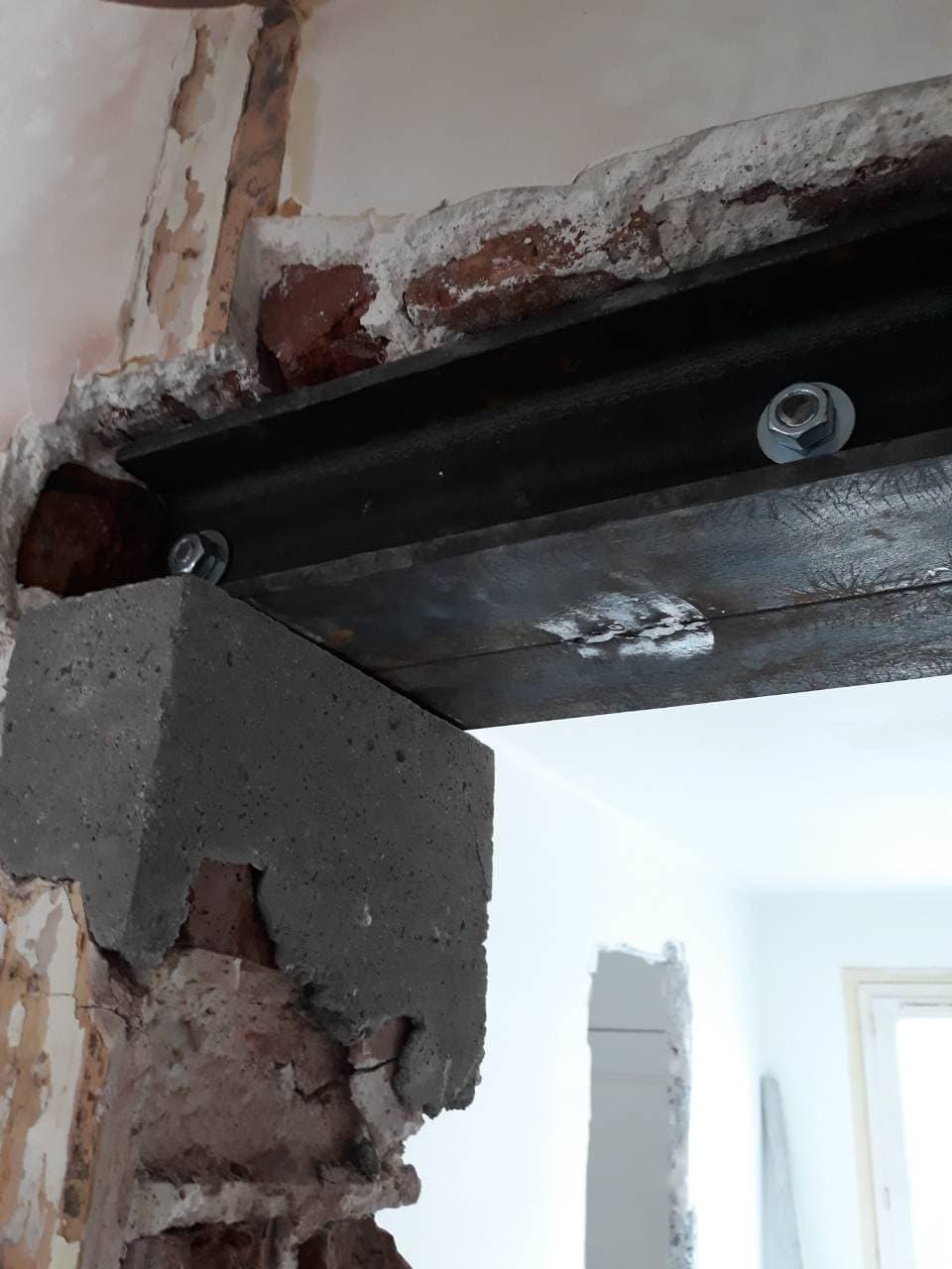 Création d'une baie-porte dans un mur porteur, agrandissement d'une baie existante à Mougins. - Murs porteurs