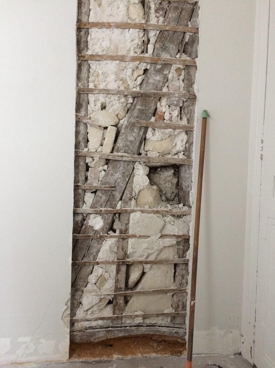 Ouverture d'une baie dans un mur porteur en colombage réalisé à Levallois-Perret. Renforcement par structure métallique - Murs porteurs