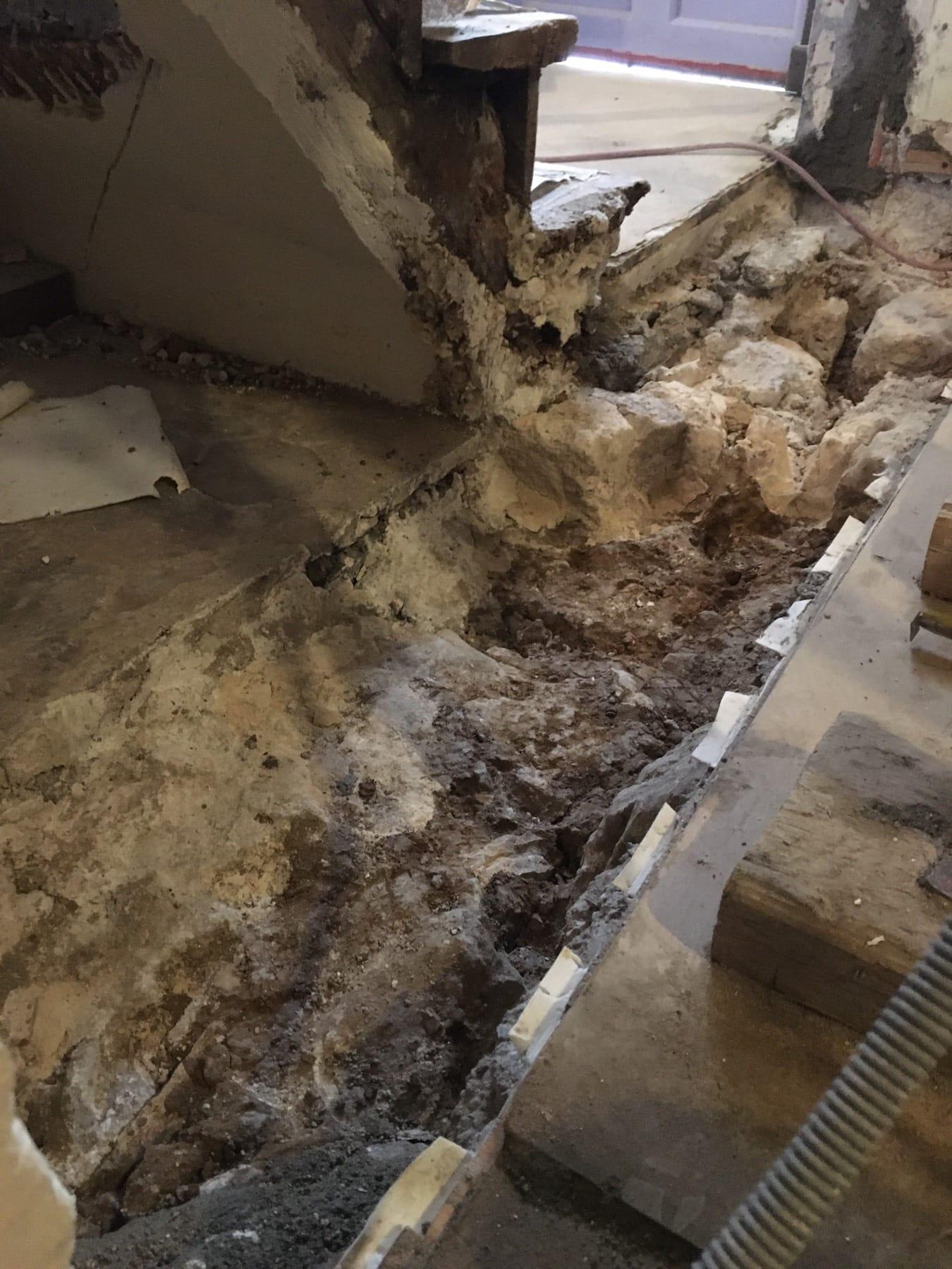 Abattage de trois murs porteurs en pierre au Charenton-le-Pont. Démolition d'une chape en BA. Consolidation par structure métallique. - Murs porteurs